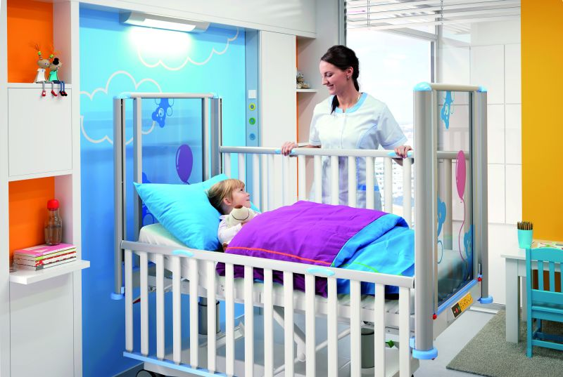 TOM2 children bed with paeditric nurse by LINET